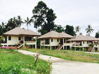 Private Villa With Garden & Mountains View, Few Minutes to The Beach - Na Mueang vacation rentals