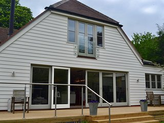 Well House is a beautiful family home with open plan living and stylish decor - Shiplake vacation rentals
