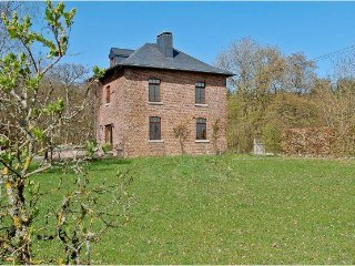 Bright 8 bedroom House in Somme-Leuze with Internet Access - Somme-Leuze vacation rentals