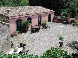 House the slopes of Etna with swimming pool - Solicchiata vacation rentals