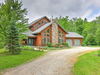 NEW! 3BR + Loft Fairview Lodge on 14 Private Acres - Fairview vacation rentals