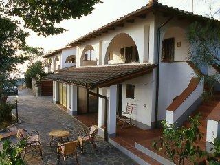 VILLA I PORTICI - Casa Marco con piscina e campo da tennis - Loro Ciuffenna vacation rentals