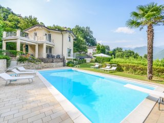 Bright 3 bedroom Villa in Cunettone di Salo - Cunettone di Salo vacation rentals
