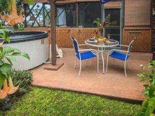 Charming Tropical Hideaway, Pool, Hot Tub, Snorkel - Captain Cook vacation rentals