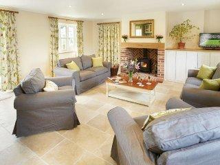Cozy 3 bedroom Hooke House with Deck - Hooke vacation rentals