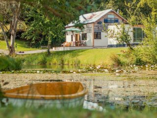 Lovely Barn with Deck and Internet Access - Raymonds Hill vacation rentals