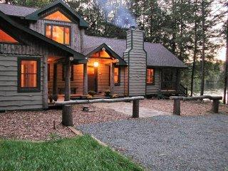 Terrific Apartments Vacation Rentals In Saranac Lake Flipkey Home Interior And Landscaping Mentranervesignezvosmurscom