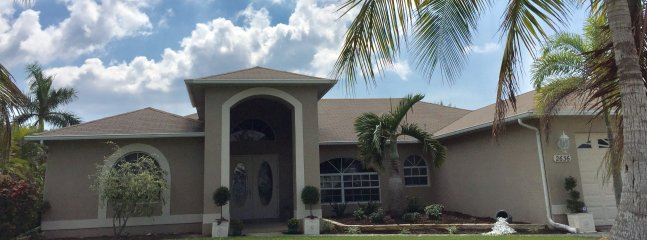 Enjoyable House Rentals Vacation Rentals In Cape Coral Flipkey Home Interior And Landscaping Spoatsignezvosmurscom