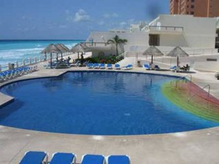Brilliant Timeshares Vacation Rentals In Cancun Flipkey Home Interior And Landscaping Transignezvosmurscom