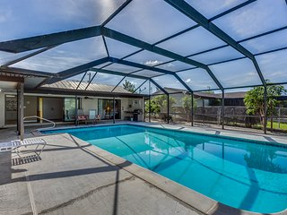Wondrous House Rentals Vacation Rentals In Cape Coral Flipkey Home Interior And Landscaping Spoatsignezvosmurscom